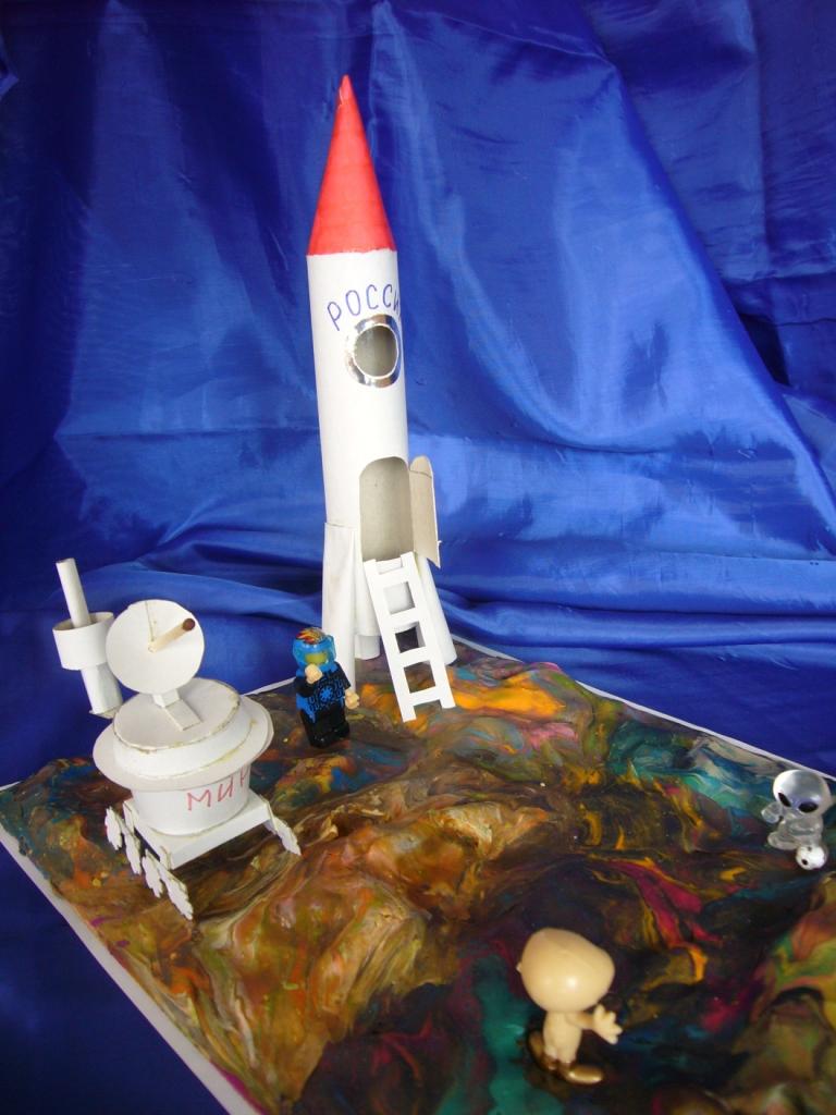 макет корабля и планетохода
