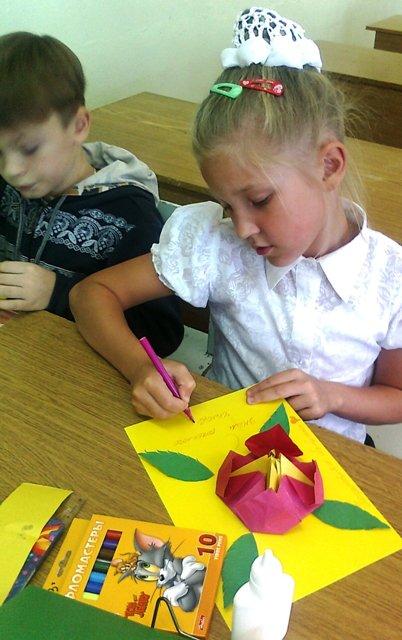 дети на занятии оригами